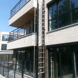 Fire evacuation retractable ladder for balconies on a two story apartement building.