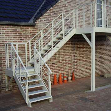 Exterior stairs with RAL color for access to the first level of a house.