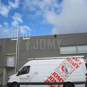 JOMY installation van next to a JOMY retractable ladder.