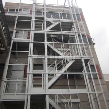 JOMY aluminum stairs in an industrial environment