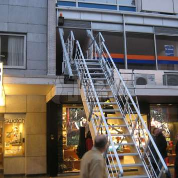 JOMY retractable stairs in a shopping street one_0_20_
