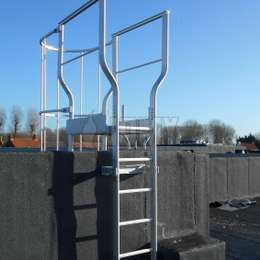 Aluminium ladders complete product range: drop-down ladder, retractable ladder, cage ladder, ladder with integrated lifeline, permanent ladder without cage, façade access ladder, ladder integrated to balcony, rooftop gliding ladder, custom ladder constructions and access balconies.