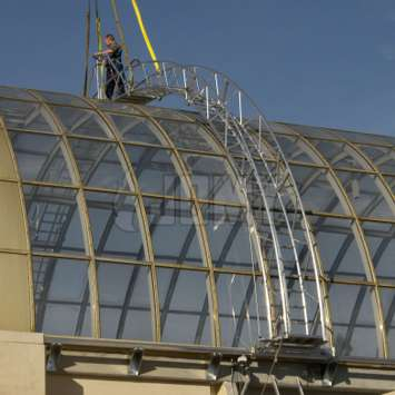 Curved and mobile facade stairs for window cleaning.