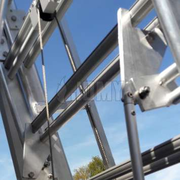 Locking mecanism used to secure the height of the access platform for truck trailers.