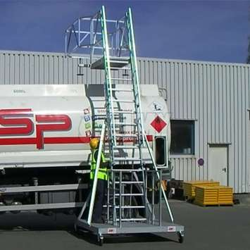 Tanker truck trailer ladder - Adjustement