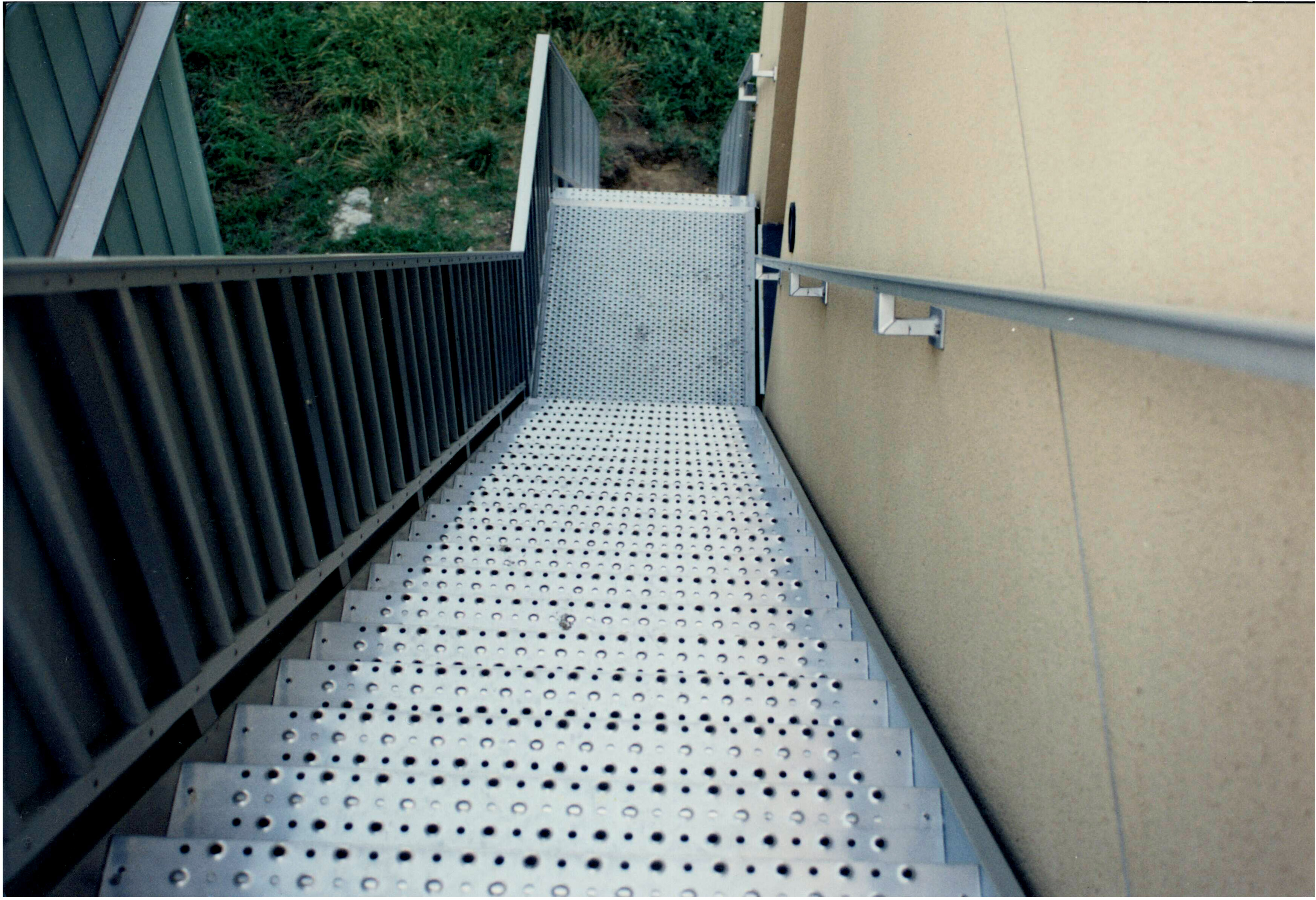 A JOMY aluminum inline staircase for access to the garden