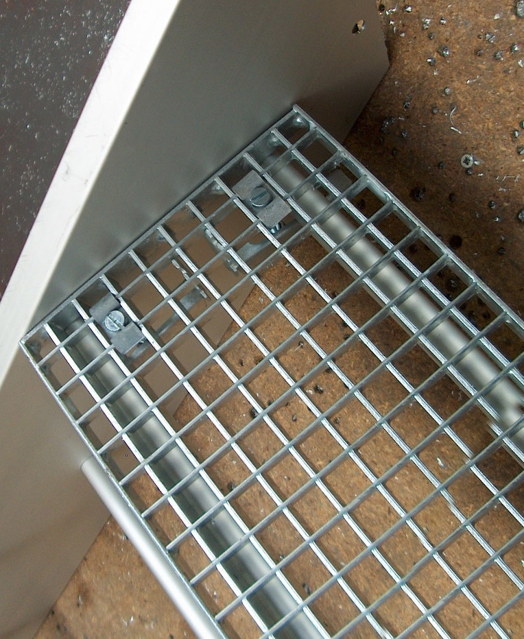 Aluminum or steel grid steps