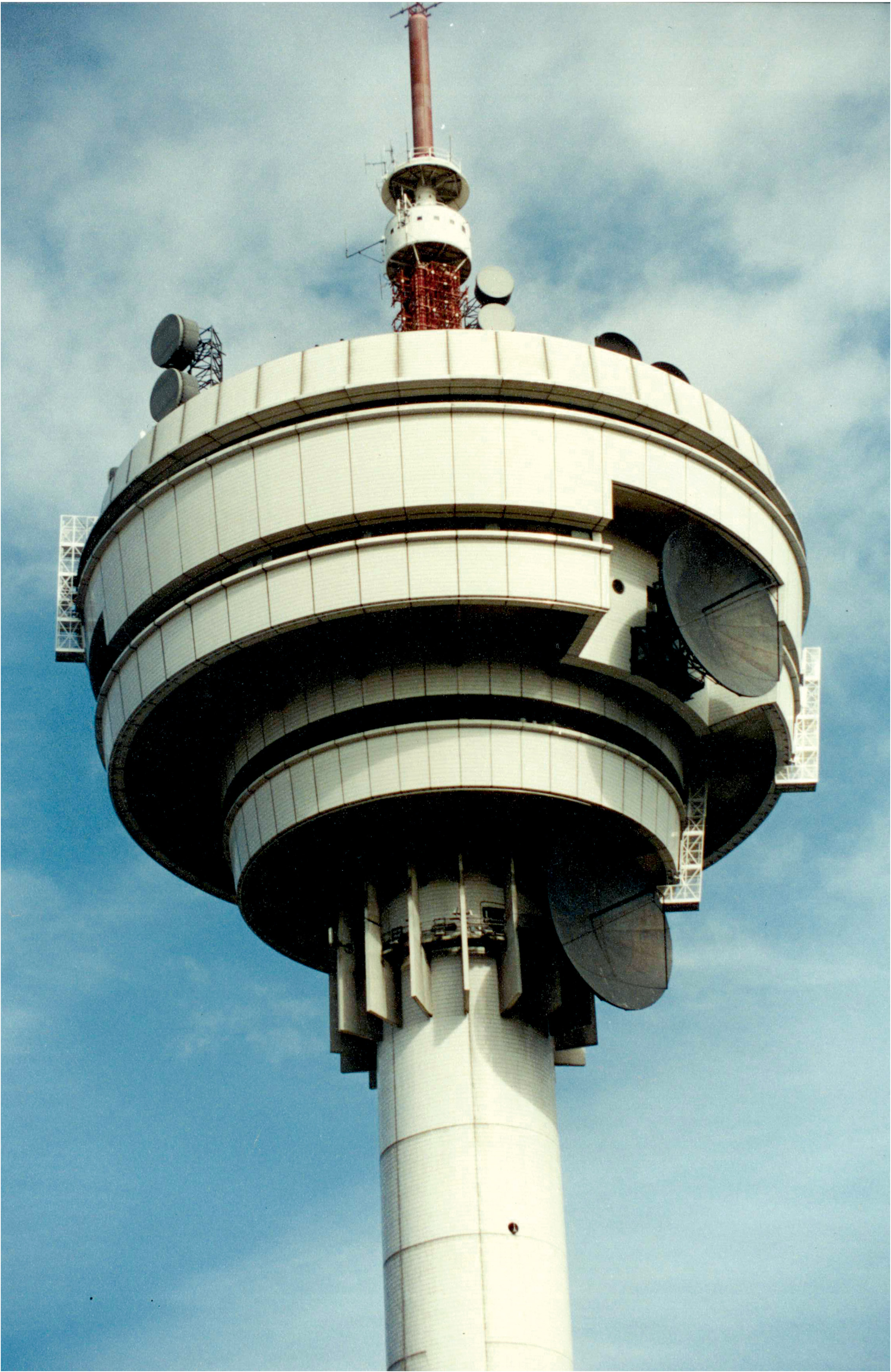 An aircontrol tower with JOMY ladders