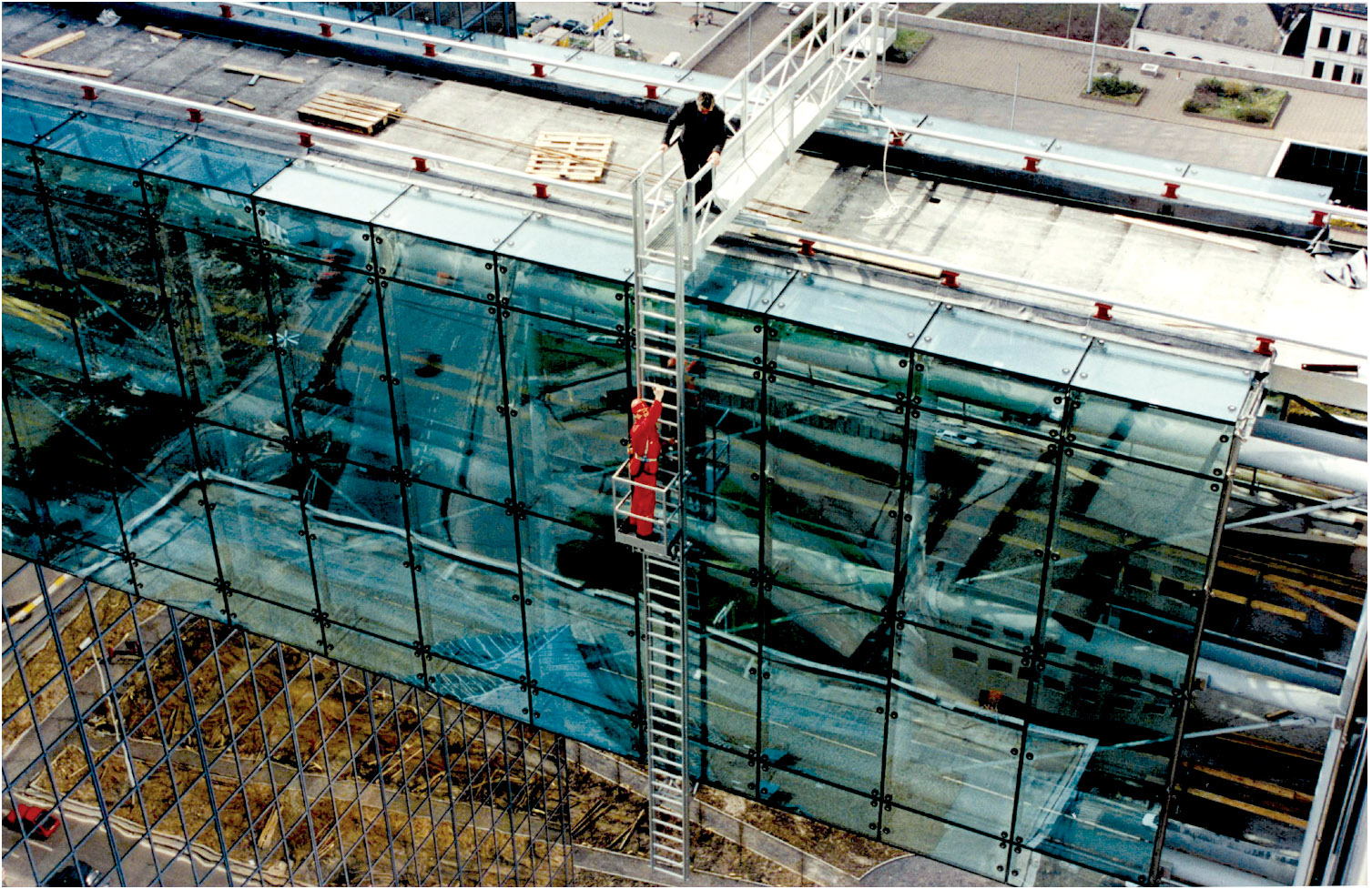 Installation of aa aluminum workplatform and ladders