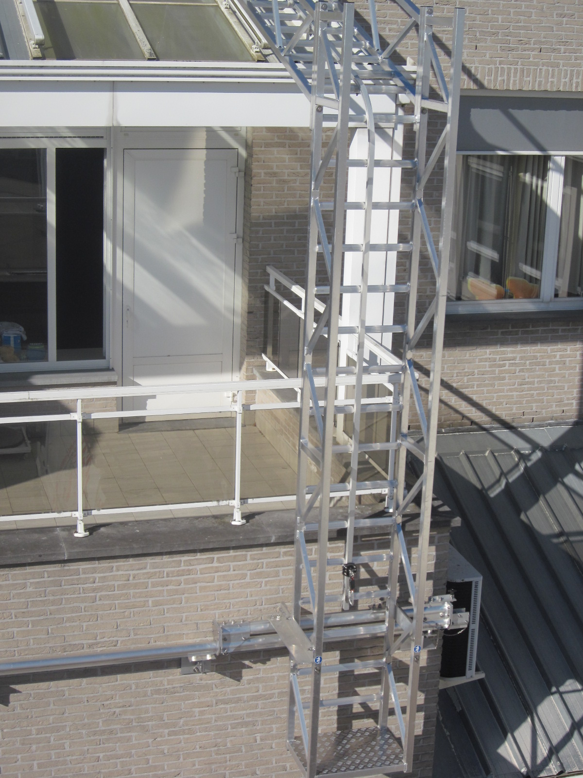 JOMY | Custom aluminum constructions for your safety