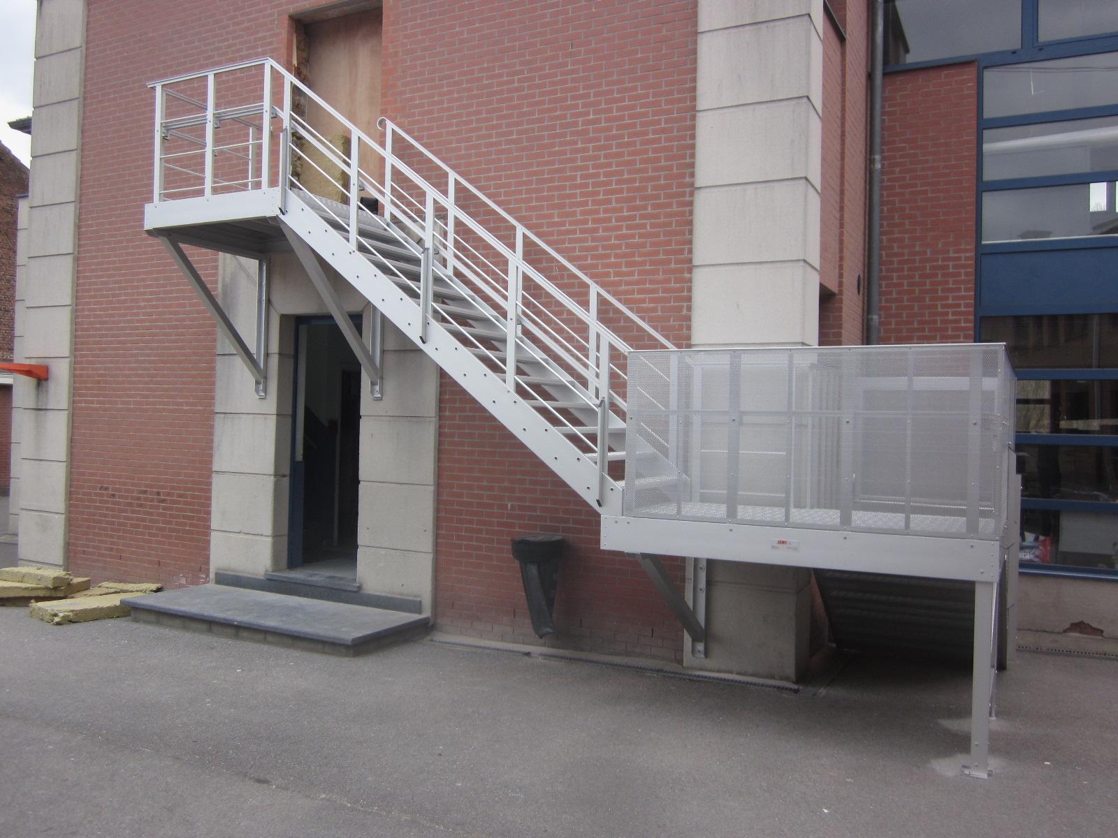 Jomy les caract ristiques principales de l 39 escalier de for Escalier en aluminium exterieur