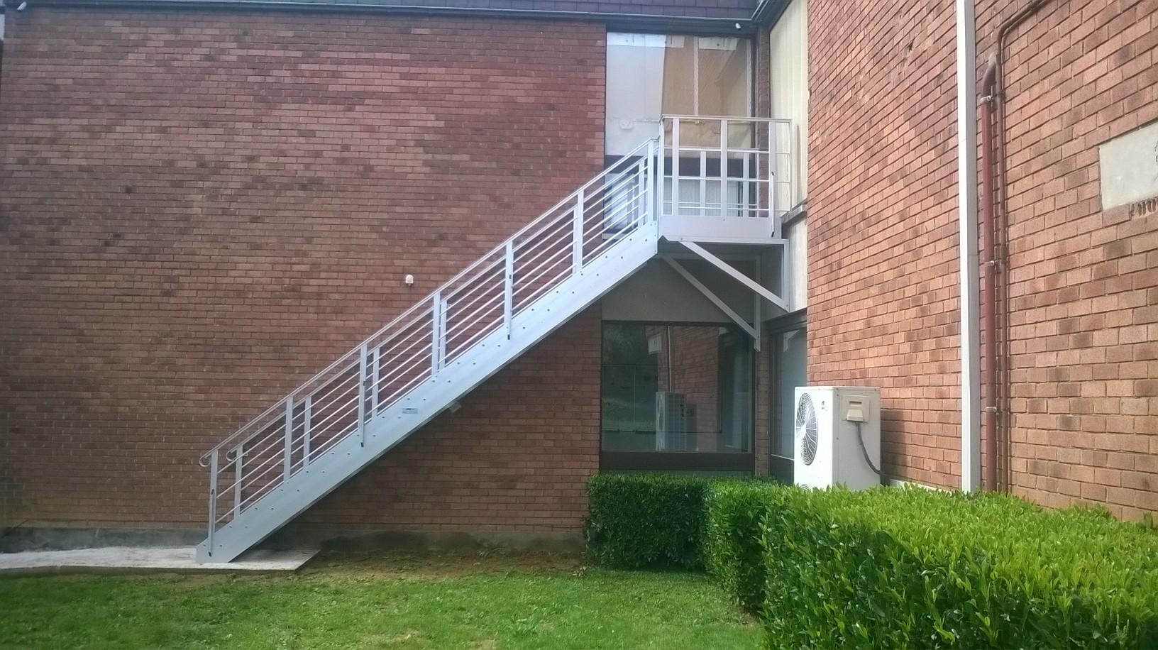 escaliers de secours en aluminium et sur mesure pour l 233 vacuation jomy